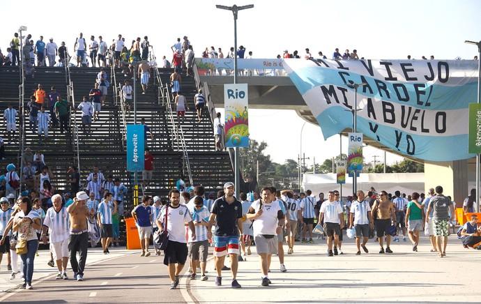 escada de acesso ao estádio Maracanã (Foto: Agência O Globo)