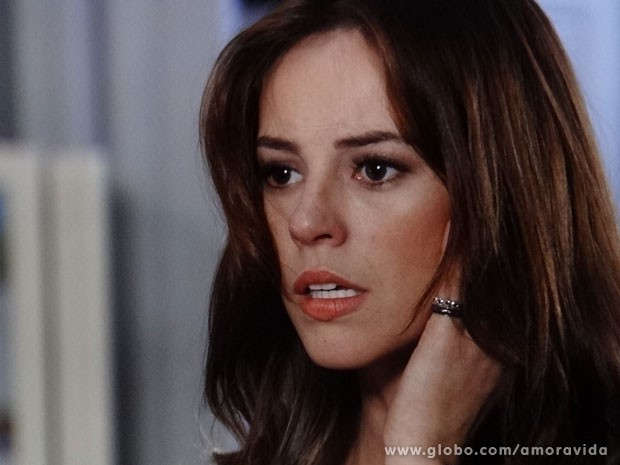 Paloma fica chocada com a reação da mãe (Foto: Amor à Vida / TV Globo)