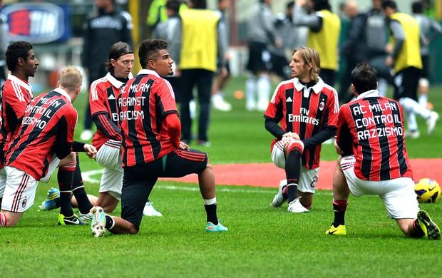 Milan com camisa contra o Racismo (Foto: Agência AFP)