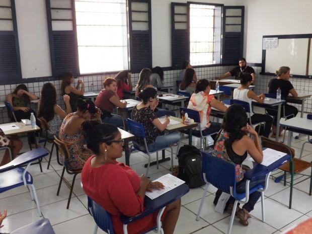 Candidatos aguardando entrega de provas do seletivo da Emserh (Foto: Divulgação/Emserh)