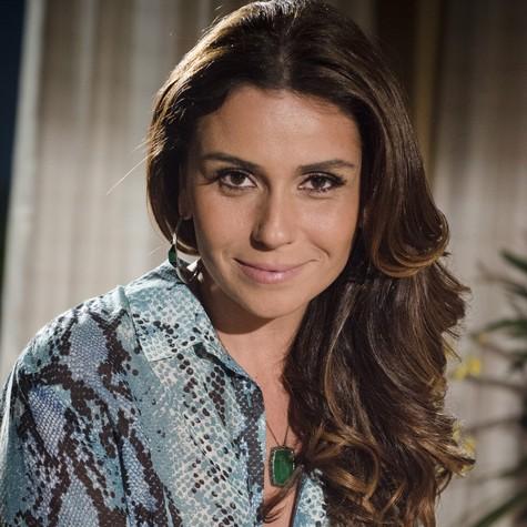 Helô, finalmente, começa a desconfiar de que Morena possa é vítima de uma máfia de tráfico humano (Foto: TV Globo/Raphael Dias)