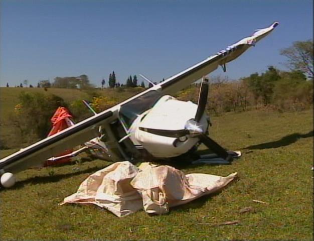 Piloto e passageiro caminharam por dois quilômetros para pedir ajuda (Foto: Reprodução/TV Fronteira)