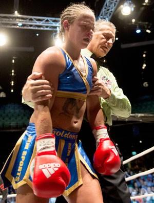 Boxe - Diana Prazak x Frida Walberg (Foto: AP)