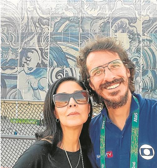 Cláudia Kopke e Rodrigo Cebrian em frente ao painel de Adriana Varejão (Foto: Arquivo pessoal)