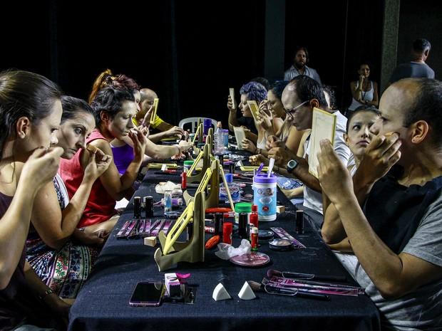 Oficina de drags queens no Sesc São Carlos teve a participação de 20 pessoas  (Foto: Fábio Rodrigues/G1)
