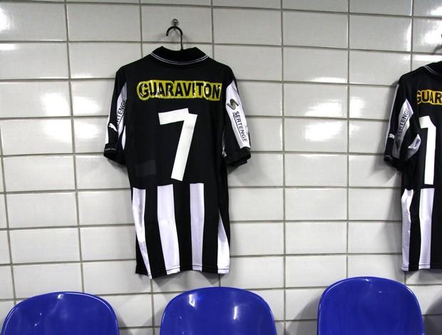 camisa tulio maravilha vestiário engenhão (Foto: Pedro Veríssimo / Globoesporte.com)