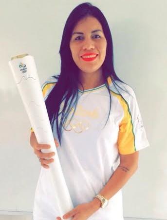 Dominique Cavaleiro foi uma das escolhidas para carregar a tocha em Belém (Foto: Foto/Leandro Garcia Neto)