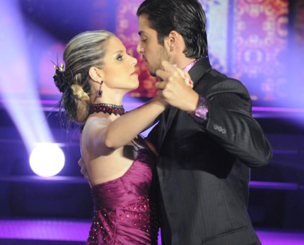 O primeiro ritmo da final foi o tango e a dupla mandou muito bem (Foto: Domingão do Faustão / TV Globo)