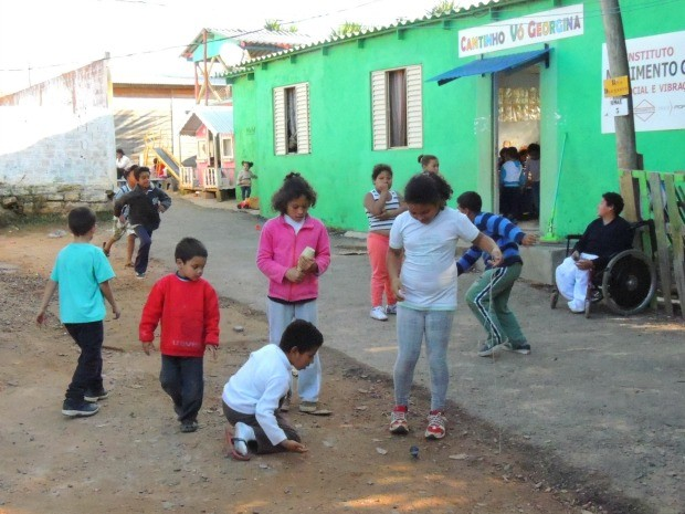 Creche na Zona Norte de Porto Alegre (RS) recebe até 70 crianças em alguns dias (Foto: Rafaella Fraga/G1)