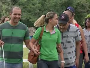 Grupo visitou o centro de terapia com animais de Agudos  (Foto: Reprodução / TV TEM)