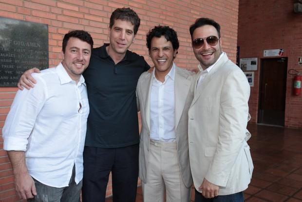 João Marcelo Boscolii com amigos (Foto: Leo Franco / AgNews)
