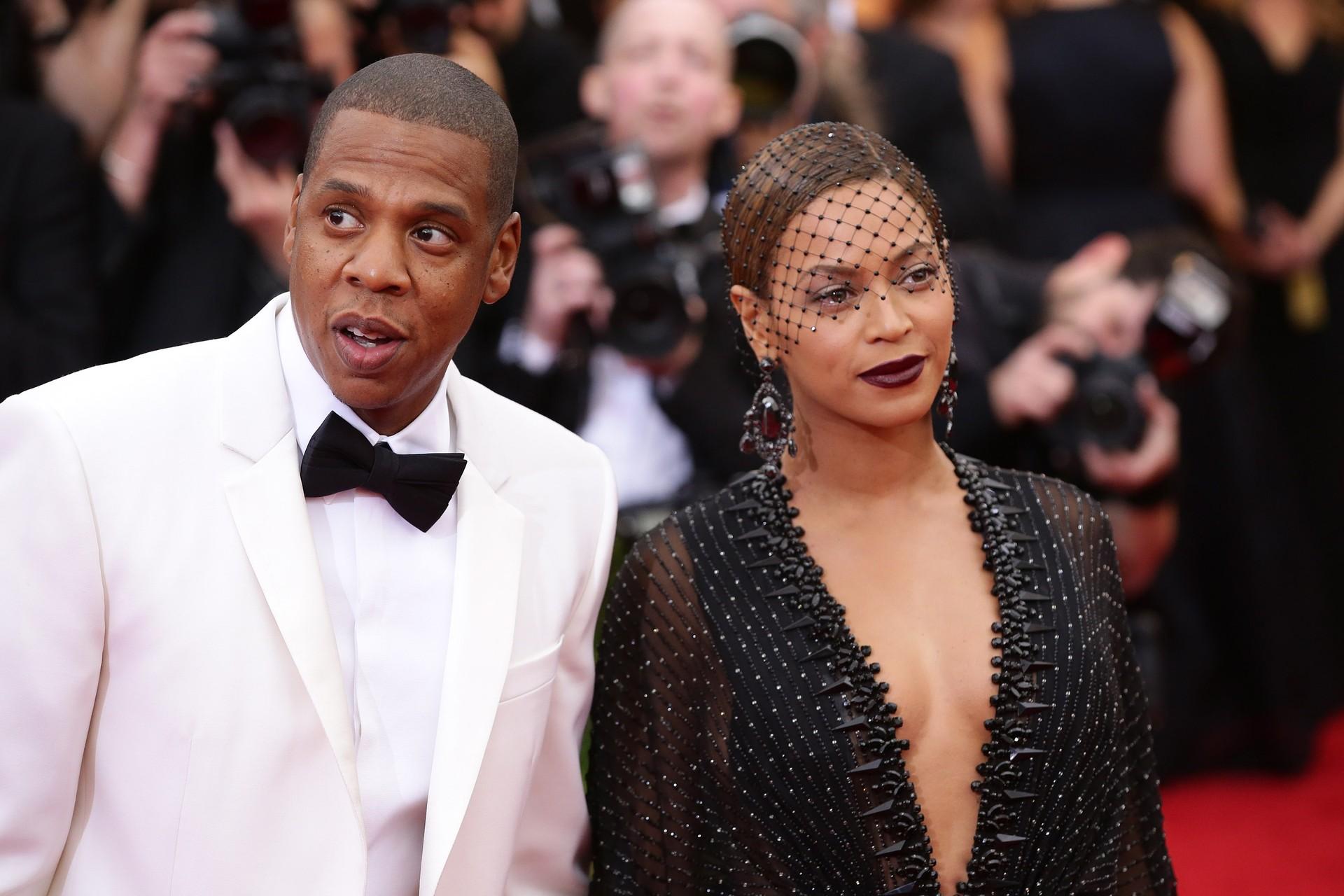 O trono do pop pertence a eles. Juntos desde 2008, Jay-Z e Beyoncé tiveram uma filha, Blue Ivy Carter, em Janeiro de 2012 e constantemente atuam no palco e no estúdio lado a lado. Ano passado, fizeram juntos US$ 95 milhões.  (Foto: Getty Images)