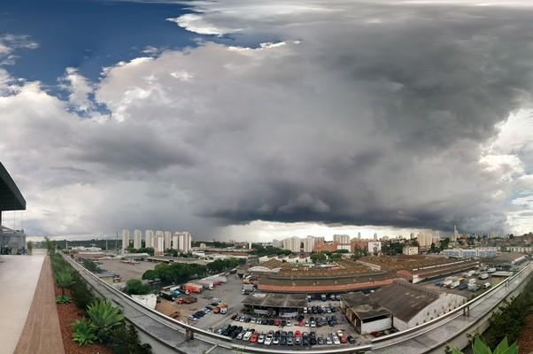 Nuvens de chuva sobre São Paulo (Foto: Alexandre Mansur)