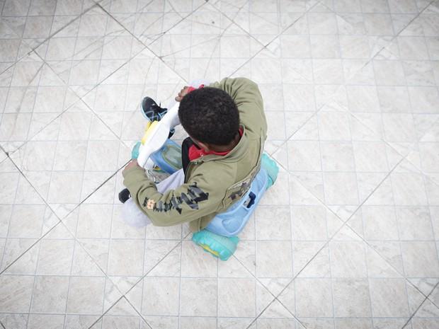 Criança brinca em abrigo da Zona Sul de SP (Foto: Caio Kenji/G1)