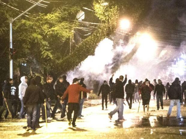 Região da Arena da BAixada virou praça de guerra  (Foto:  Brunno Covello / Agência Estado)