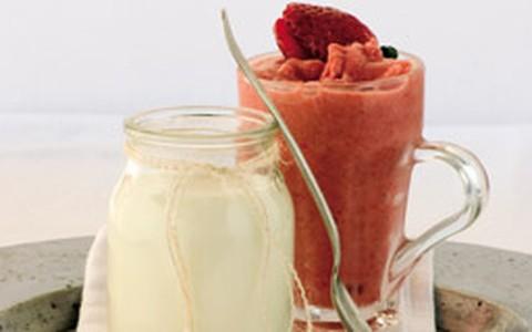 Iogurte caseiro e sorvete de fruta natural