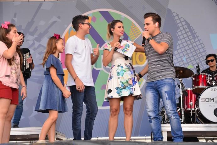 O ex-The Voice Danilu Dyba também participou da festa, junto com o grupo Kanoa (Foto: Priscilla Fiedler/RPC)