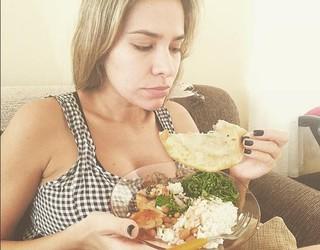 Ex-BBB Adriana não faz dieta por causa da amamentação  (Foto: Reprodução do Instagram)