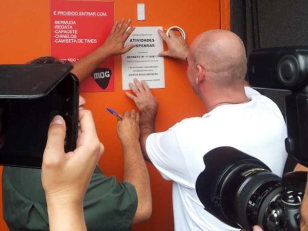 Fiscal da Prefeitura de Campinas interdita a casa noturna Mog (Foto: Luciano Calafiori/G1 )
