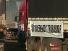 Caminhoneiros e transportadores protestam por fim da greve na Receita