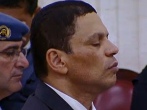 Mizael ouve sentença lida pelo juiz no Fórum de Guarulhos (Foto: Reprodução)