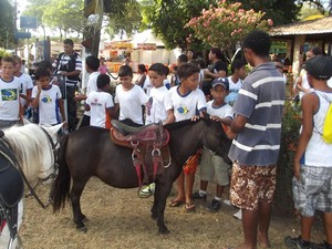 Crianças podem fazer passeio com os animais na Festa do Boi, em Parnamirim (Foto: Klênyo Galvão)