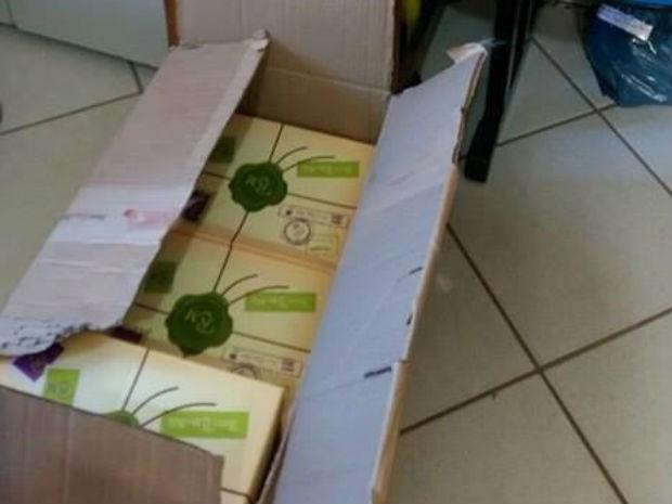 Parte da carga de sapato estava na casa da namorada do suspeito (Foto: Polícia Civil/Divulgação)