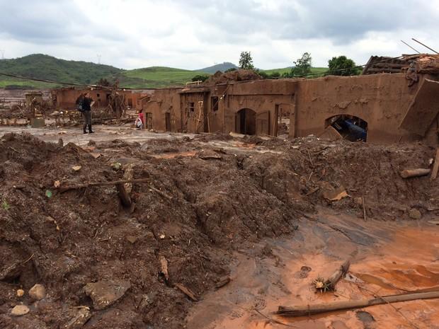 #G1 está em Bento Rodrigues, local do desastre ambiental de Mariana. (Foto: Flávia Mantovani/G1)