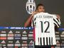 Alex Sandro leva a 12 e cita Roberto Carlos na apresentação no Juventus