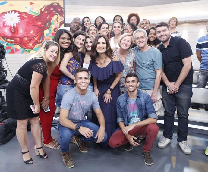 Depois do programa, Fátima tira foto com a plateia  (Foto: Ellen Soares/Gshow)