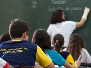 Estudantes da EMEF Professor José Negri obtiveram desempenho em matemática acima da média nacional no Prova Brasil 2011 (Foto: Weber Sian/Jornal A Cidade)