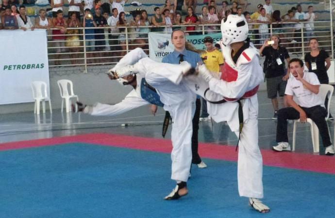 Luta de Venilton (de vermelho) no Grand Slam no Espírito Santo (Foto: Cassio Albuquerque/GE-AP)