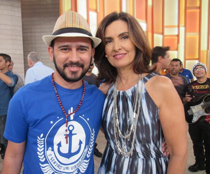 O parceiro Bráulio Bessa com a apresentadora  (Foto: Priscilla Massena/Gshow)