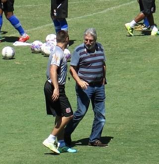 Técnico Doriva com José Luis Moreira, vice-presidente de futebol do Vasco (Foto: Raphael Zarko)