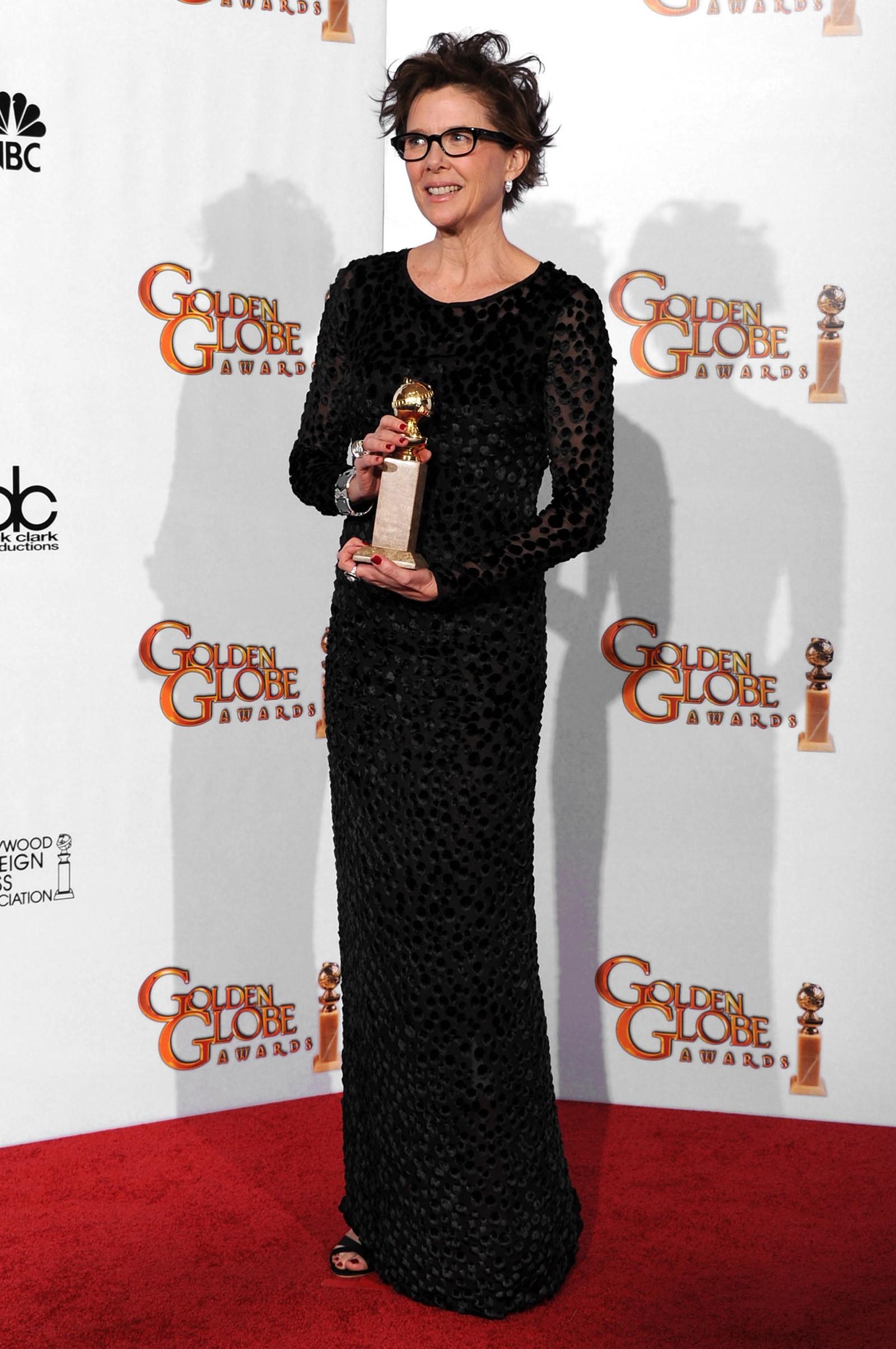 2010 - melhor atriz de comédia ou musical para Annette Bening, que usou look de acervo pessoal (Foto: Getty Images)