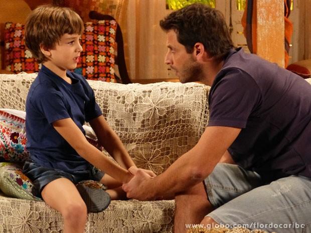 Samuca escapa da mansão e pede ajuda a Cassiano (Foto: Flor do Caribe / TV Globo)