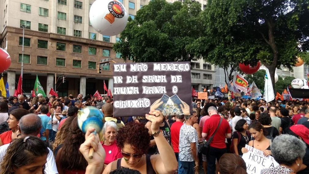 Professores reclamam na reforma da previdência (Foto: Nicolás Satriano/G1)