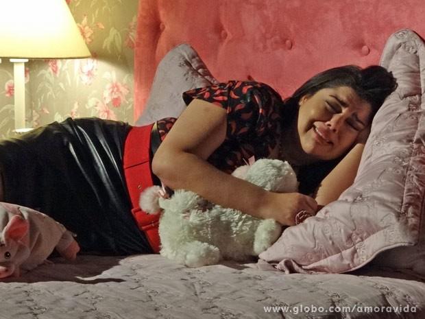 Enfermeira sofre com o término (Foto: Amor à Vida/TV Globo)