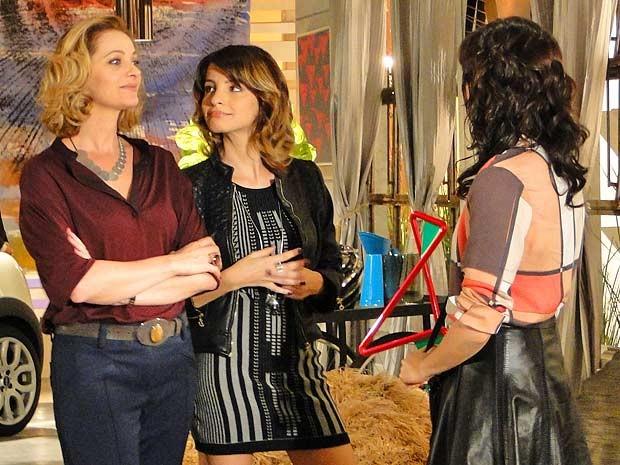 Emprego novo: Liara é a nova gerente da Galerie (Foto: Cheias de Charme / TV Globo)