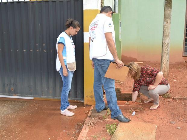 Dona Sueli acompanhando a equipe (Foto: Magda Oliveira/G1)