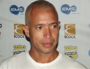 Júnior, atacante do ABC (Foto: Tiago Menezes)