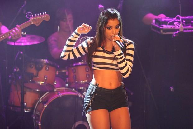 Mc Anitta canta em show (Foto: Brunno Dantas/Divulgação)
