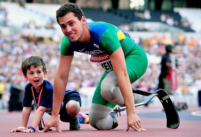 Alan Fonteles comemoração atletismo Londres (Foto: AFP)