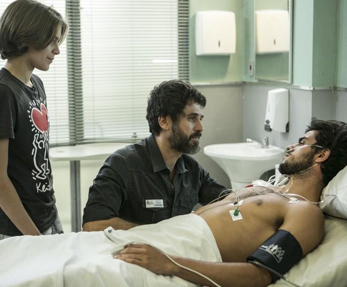 Gael conta a Cobra que é seu verdadeiro pai (Foto: Inácio Moraes / Gshow)