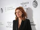 Susan Sarandon, de 69 anos, usa look decotado em première nos EUA