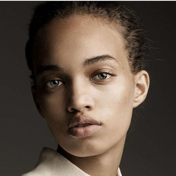 Ellen Rosa encantou o mundo da moda com sua beleza natural. Atenção para os olhos verdes! (Foto: Divulgação)