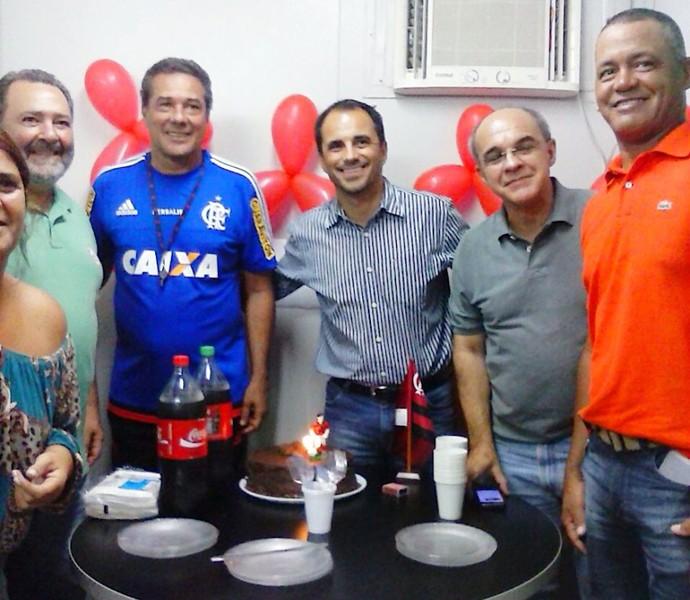 Rodrigo Caetano com Luxemburgo e Bandeira de Mello (Foto: Divulgação / Flamengo)