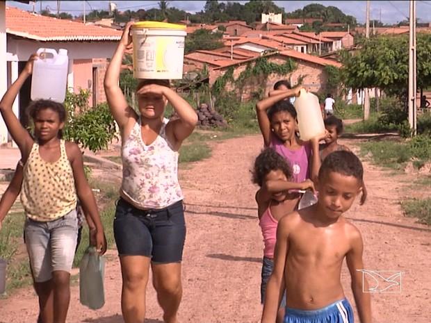 Falta de água em bairros de São Luís é constante (Foto: Reprodução/TV Mirante)