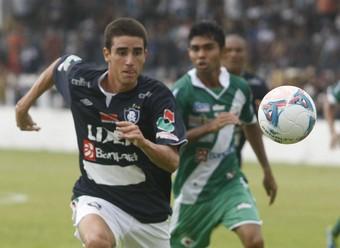Thiago Galhardo meio-capista do Clube do Remo contra a Tuna Luso pelo Parazão 2013 (Foto: Marcelo Seabra/O Liberal)