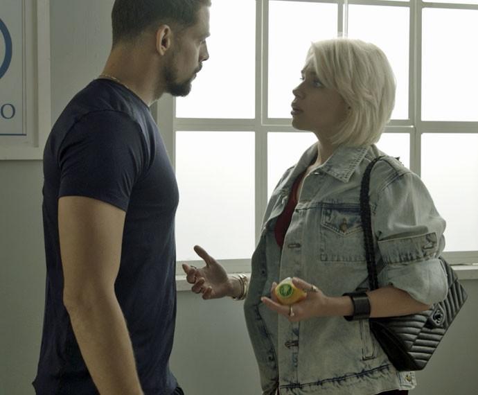Loira acusa Juliano de quase matar Dante (Foto: TV Globo)